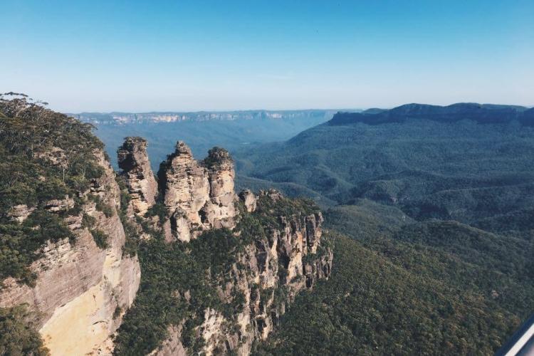 澳洲係大自然既朋友,去到悉尼當然要親親大自然,  但個個去親悉尼都去Opera house就話自己去過,  悶唔悶啲呀,  所以今次哥就決定去Blue Mountains走一轉。