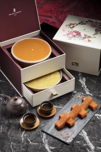「花開富貴」尊貴年糕禮盒(每個禮盒包含傳統年糕及精「花開富貴」尊貴年糕禮盒(每盒包含年糕及馬蹄糕)HK$488選馬蹄糕)HK$488