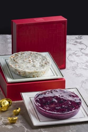 燕窩藜麥藍莓糕 HK$298 (前) 及 發財蠔豉蓮藕糕 HK$218 (後)