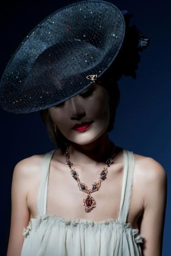 2015年的首個幻魅森林系列,Carina邀得馬梓詠(Helen)為珠寶擔任模特