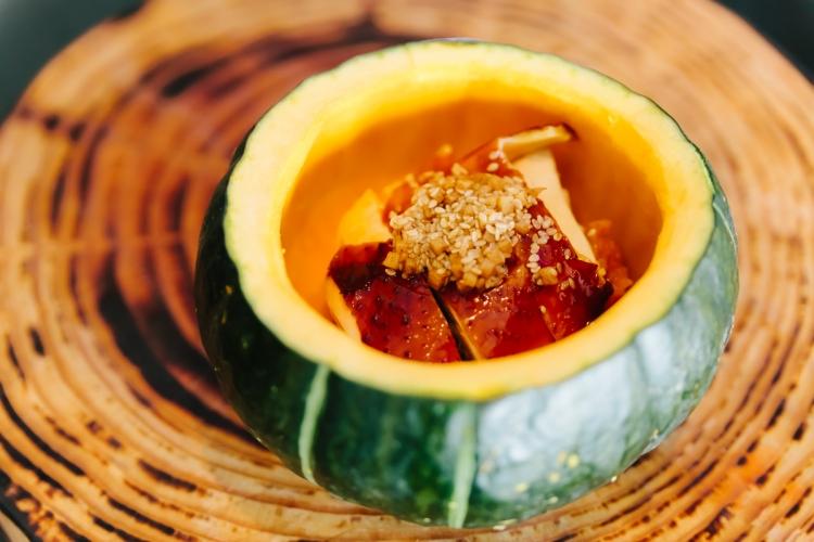 炸子雞配薑粒芝麻南瓜蓉