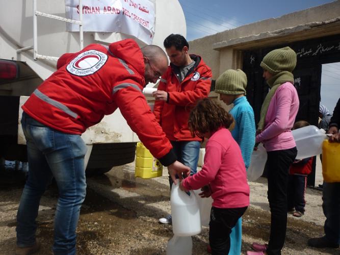 國際紅十字會為敘利亞難民提供救援物資如食物、食水及藥物等