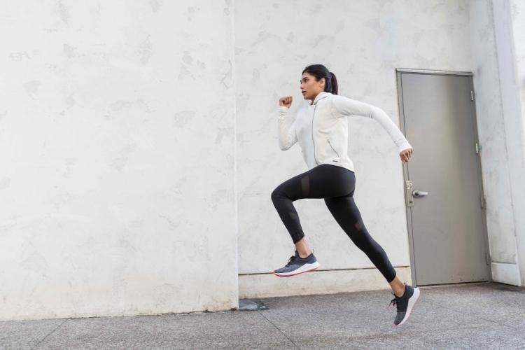 New Balance Fresh Foam一體式緩震中底,提供柔軟自然跑感。