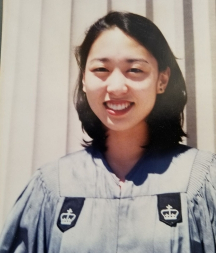 1997年,Judy於哥倫比亞大學工程學院畢業時拍攝的照片。