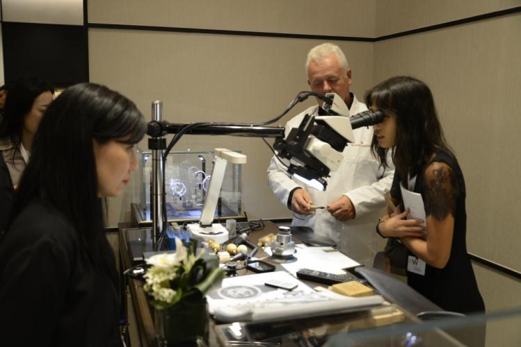 Vercheron Constantin的鑲鑽工藝,公眾亦能親身體驗