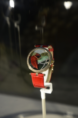 Van Cleef & Arpels Lady Arpels Cardinal Carmin 羽毛腕錶