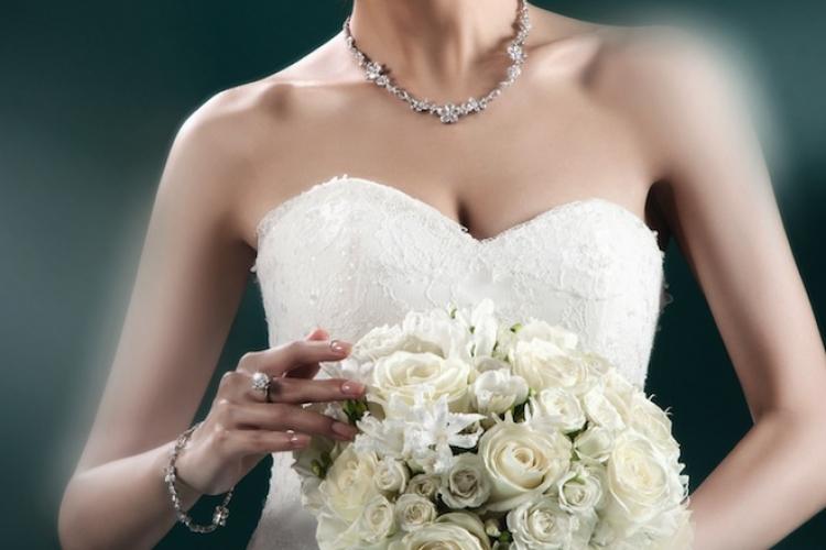 「我希望將來的婚禮都會以花為主題作布置。 這場花的婚禮將會充滿古典型式,例如請來管弦樂團演奏古典音樂,我又會穿上古典色彩的婚紗。」