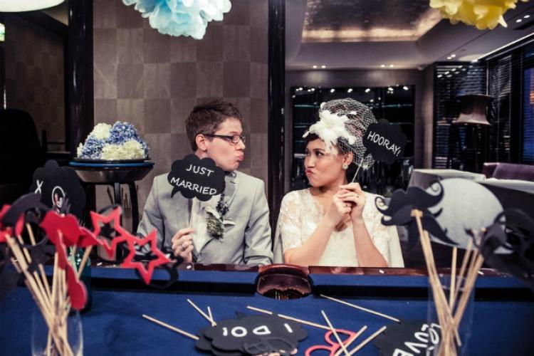 由 ICQ 相識至結成夫婦,Casey 和 JB 的愛情路漫長而深刻。