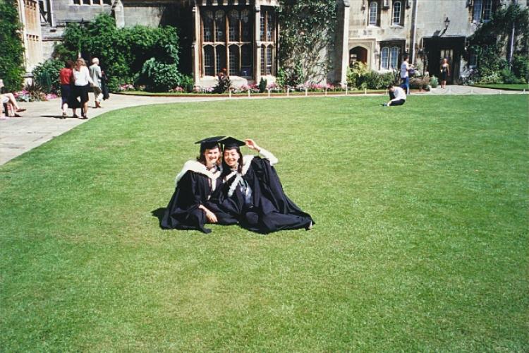 「以我的條件,也能考入牛津,並以全級考第8及一級榮譽畢業,比我更有天分的學生更多,所以辦教育應該有教無類,耐心發掘每個學生的潛質。」
