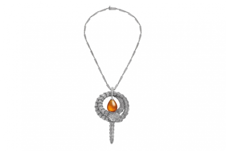 BVLGARI Serpenti pendant in white gold with mandarin garnet and diamonds