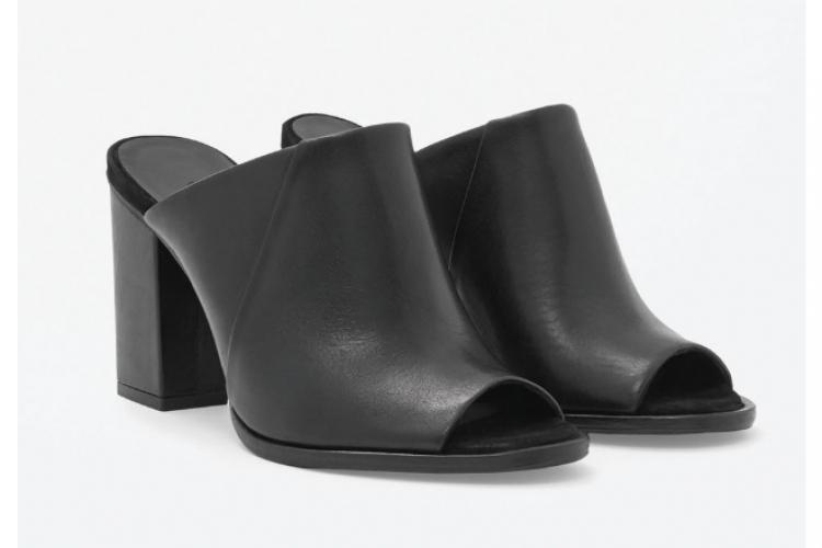 COS 黑皮露趾粗跟鞋 $1,500