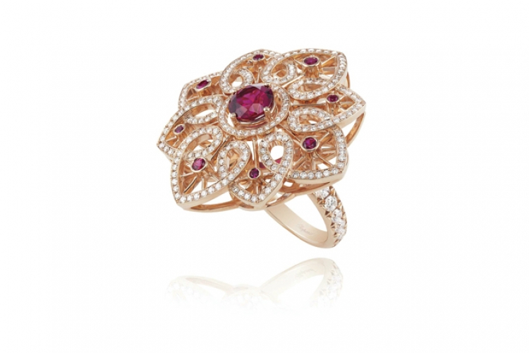 Chopard Red Carpet 18K 白金、鑽石紅色藍寶石玫瑰金花形戒指   個別查詢售價
