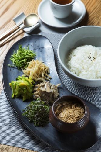 韓國山野菜拌飯配大醬($118)
