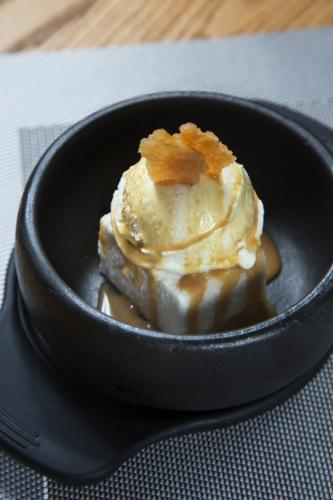韓式石頭鍋米糕伴自家製雲呢嗱雪糕($68)