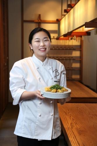 表花實小姐: 首首‧韓式小館副廚,手持的是得意之作韓國宮廷煎蠔($188)