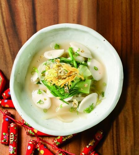 年年有餘 (韓式牛骨湯煮年糕, $128)