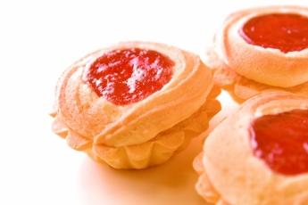 維多利亞餅由曲奇與蛋糕相互融合,中間的士多啤梨果漿令整個洋菓子的味道提升。$180/8塊