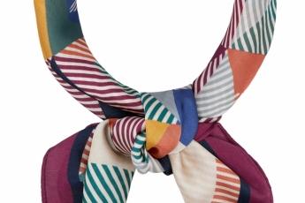 彩色條紋圖案scarf HK$210(Accessorize)