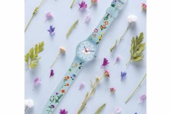Swatch Countryside粉藍色碎花圖案手錶 $480