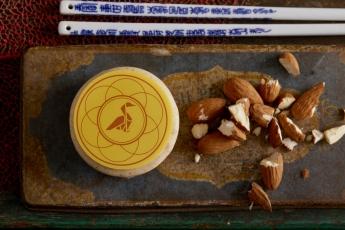 定價每盒HK$690,於8月21日至9月19日網上訂購優惠價HK$580 (http://www.mott32.com/mooncakes)