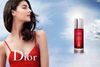 Dior One Essential 全新廣告模特兒 Katryn Kruger。