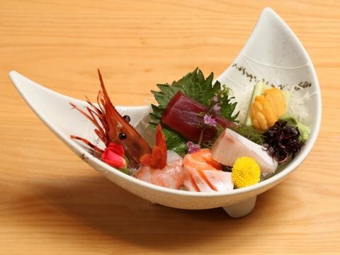 北海道海膽、牡丹蝦、三文魚、吞拿魚、油甘魚 刺身