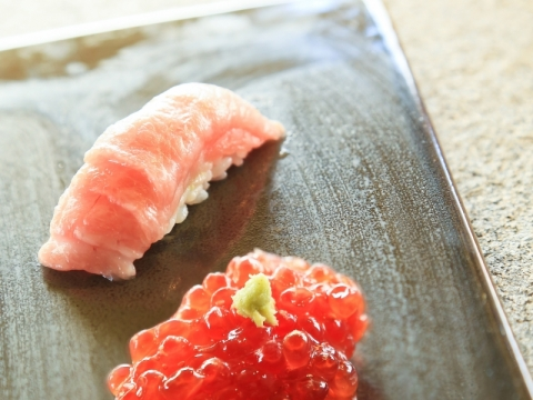筋子 及 呑拿魚腩壽司