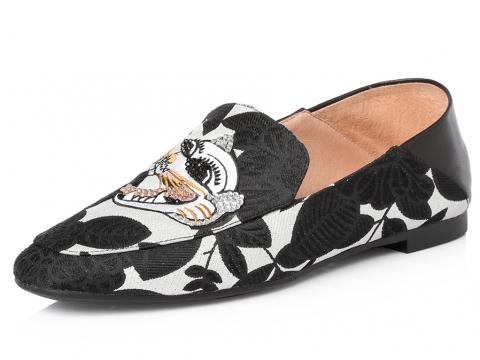 虎頭黑白平底鞋 HK$1.390