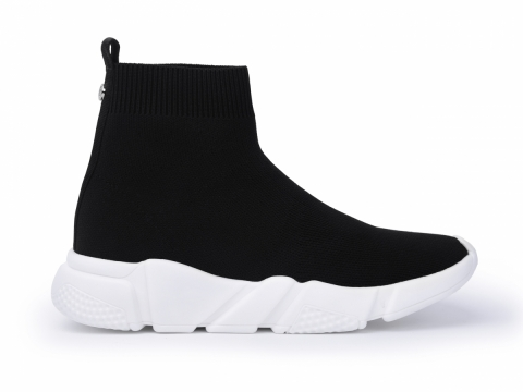 黑色襪子型格鞋 HK$1,199(STACCATO)