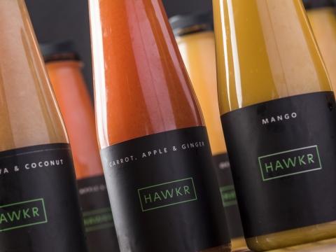 同時供應各式自家調配的果汁組合,如「甘筍、薑配蘋果」(HK$26)及「石榴、蘋果配椰子」(HK$26)。