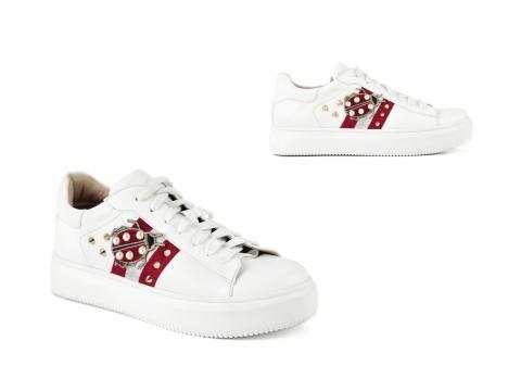 綁帶白色配紅色甲蟲圖案鞋 HK$1,499(STACCATO)