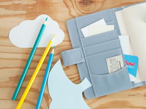 Tip 3 將顏色紙剪裁成不同圖案,放於封套內,就可隨時裝飾你的手帳!