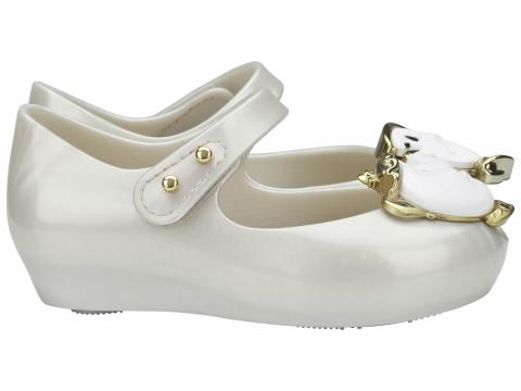 兩款以珠光色為主的款式,鞋面則飾以茶壺太太,可愛度滿分!