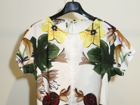 再一件花花item,青春味道洋溢!Dondup floral top $1,270 (Orginal Price: $3,180)