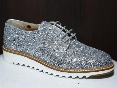 這對鞋bling bling到發光,夠搶鏡!Roberto Botticelli silver flats $1,672 (Original Price: $4,180)