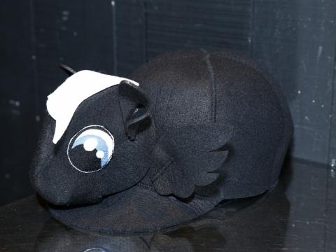 這個牌子以搞怪的動物造型帽子為買點。Francesco Ballestrazzi $690 (Original Price: $2,299)
