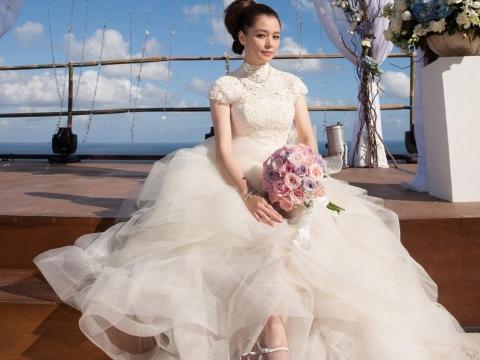 徐若瑄當日揀的是Vera Wang古典婚紗。