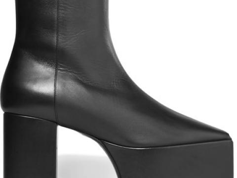 Leather platform ankle boots HK$8,900(BALENCIAGA)
