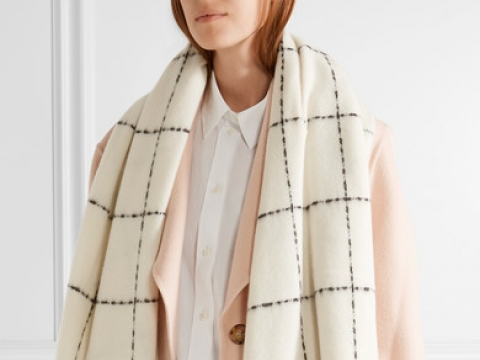 Dipper fringed checked wool and cashmere-blend scarf HK$1,225 (HOLZWEILER)