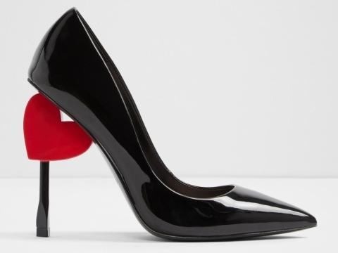 黑色立體心型高跟鞋HK$1,190