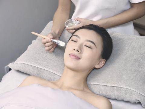 針對療程後肌膚狀態,提供貼心的後序護理及建議最合適的高效處方護膚產品,提升療程效果。