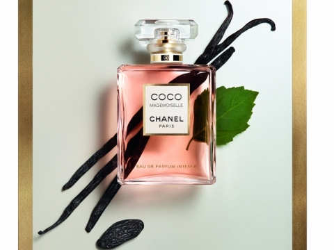 CHANEL COCO MADEMOISELLE Eau de Parfum Intense加入全新的原木材料經過提煉及分餾,最後轉化成輕薄的香氣,散發動人氣息。HK$1015/50ml