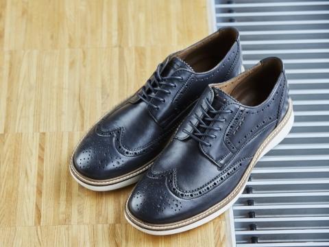 ECCO 黑色皮鞋 HK$2299