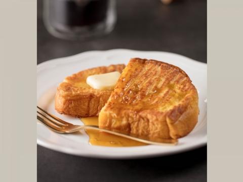 法式多士將蛋香濃郁的麵包炮製成口感鬆脆的金黃色多士,面層軟滑的純正牛油及香甜蜜糖或楓糖。HK$28