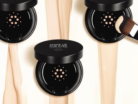 Make Up For Ever Light Velvet Cushion SPF50/PA +++ 霧透絲絨氣墊粉底能塑造出絲絨啞緻妝效,修飾瑕疵及改善膚色不均,底妝效果持久,共6色。HK$380