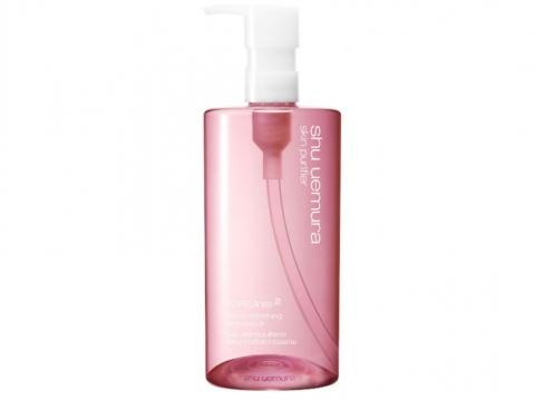 shu uemura POREfinist 櫻花喚肌潔顏油能30秒輕易去除頑固彩妝,其最小油分子可迅速滲透和潔淨毛孔,日復日使用,頑固黑頭得以去除。 HK$640/450ml