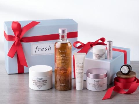 fresh Rose Indulgence Gift Set玫瑰保濕護膚套裝包括玫瑰柔膚水250ml、面霜50ml、面膜100ml、大豆卸妝潔面乳20ml、黃糖亮采面膜15ml、紅茶緊緻眼霜3ml、黃糖護唇膏。$1260
