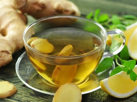 「感冒咳嗽」加蜂蜜檸檬︰取1大匙薑汁,沖熱開水,加少許蜂蜜拌勻,再加少許檸檬汁飲用,有效改善感冒引起的鼻塞、咳嗽、頭痛等症。