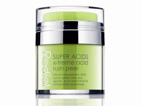 Rodial X-treme Acid Rush Peel 將換膚霜塗抹於面部及頸部待10分鐘,以溫水洗淨,能去除死皮及均勻膚色。HK$790/50ml