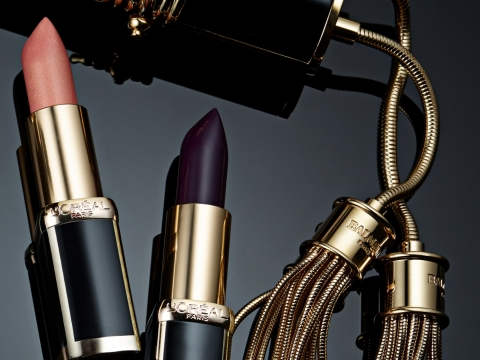 Couture高雅風格以彷黑瑪瑙的外形設計,配以女性最常用的必備酒紅、深紫、土棕色及裸色。